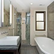 Необычная мозаика в ванной
