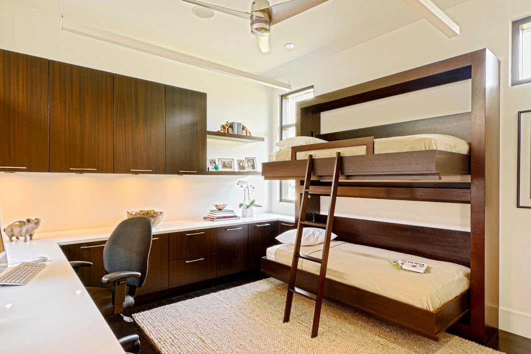 Двухъярусная кровать в коричневом мебельном гарнитуре