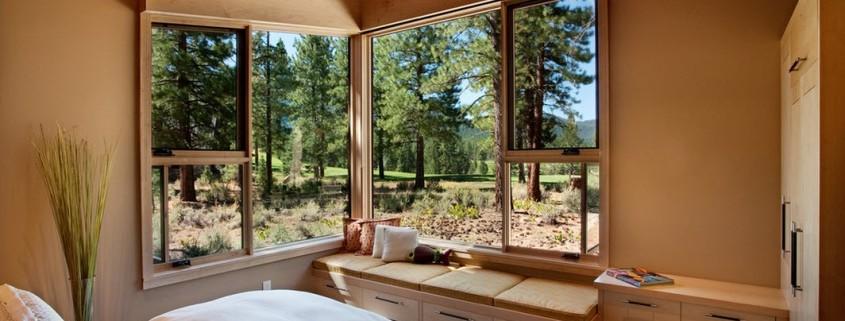 Угловые окна в интерьере: идеи с фото