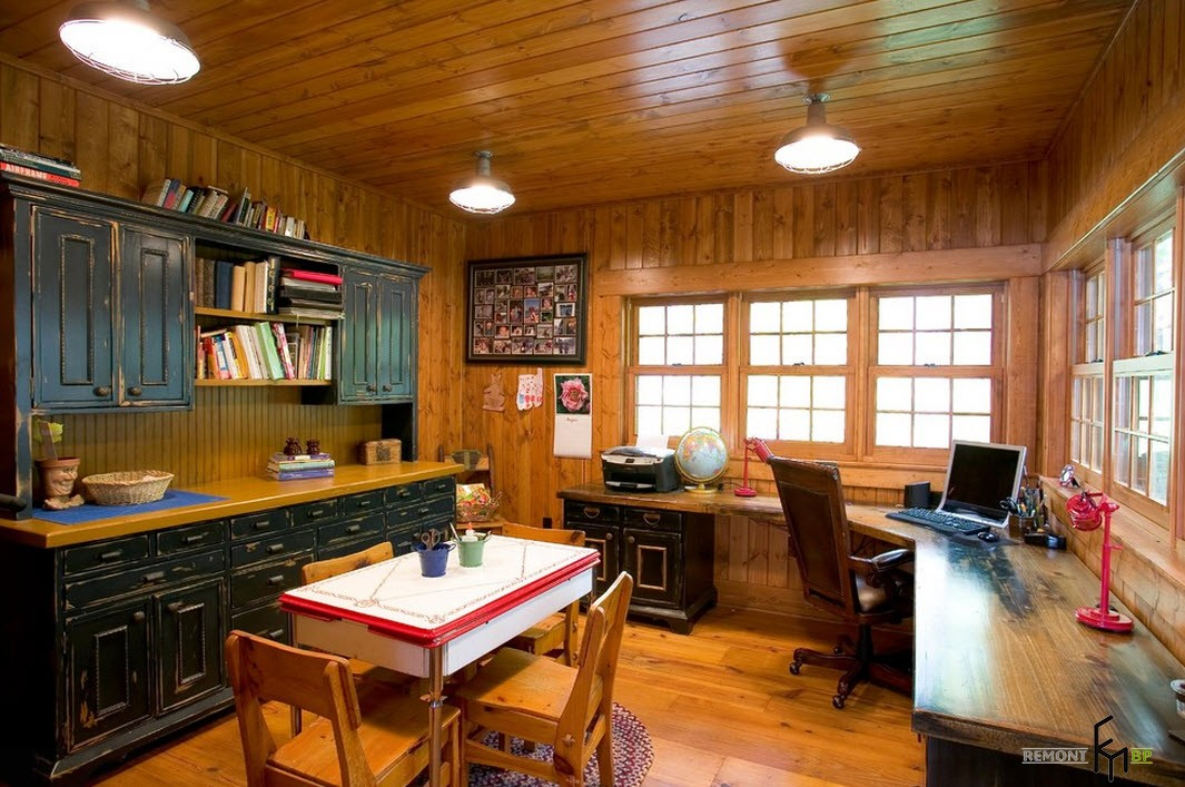Рабочий стол на кухне