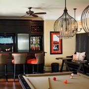 Тёмная барная стойка в гостиной