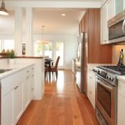 Длинная кухня-коридор