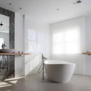 Нитяные шторы в ванной