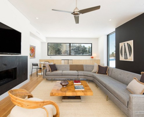 В 2015 году вы можете легко встретить в интерьере гостиной мебель, характерную для разных стилей