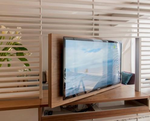 Крутящийся телевизор