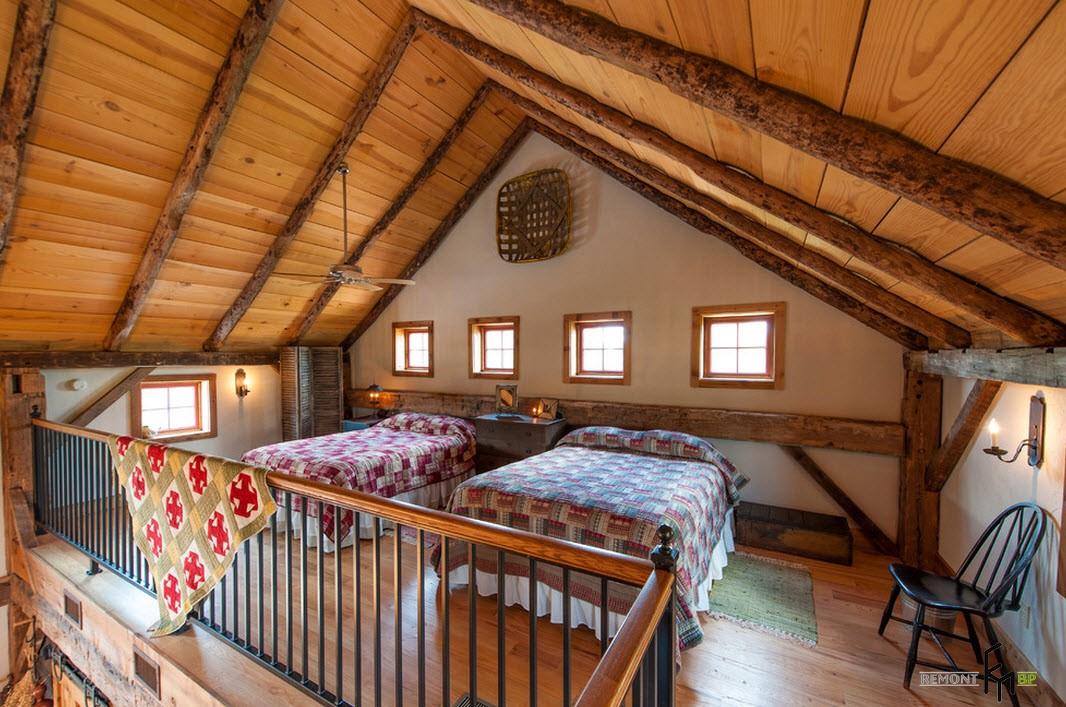 Две кровати на мансарде
