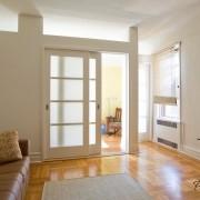 Раздвижные двери со стеклянными элементами