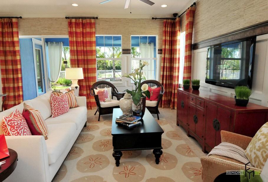 Полосатые шторы с красным