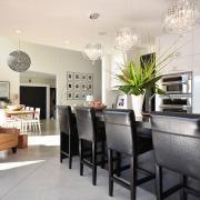 Светильники разной формы на одной кухне