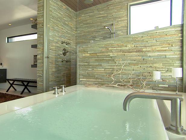 Стены в ванной из камня