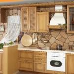 Отделка стен камнем на кухне