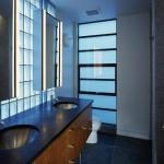 Стеклоблоки в ванной фото