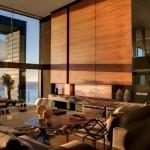 Деревянные панели в интерьере зала