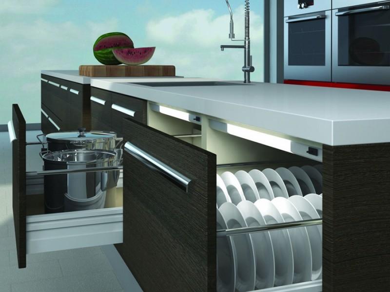 Подсветка выдвижных ящиков на кухне
