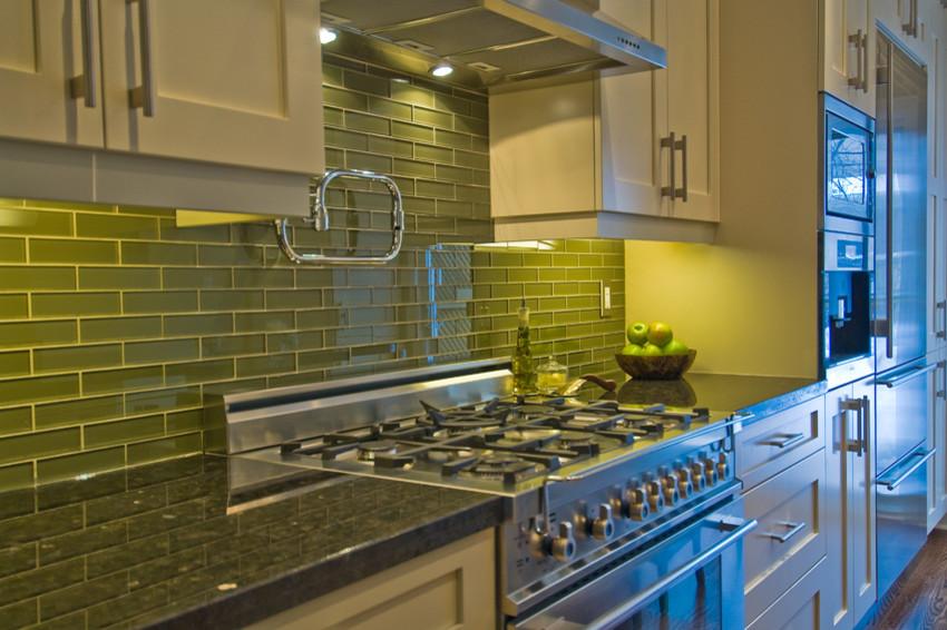 Стеклянная плитка интерьер кухня