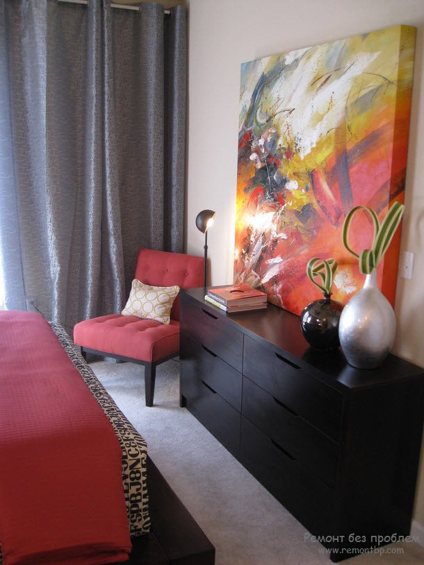 Дизайн спальни с картинами