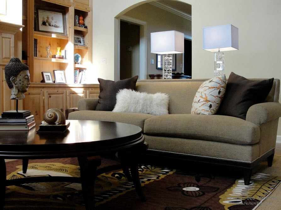 Красивый мягкий диван на фото