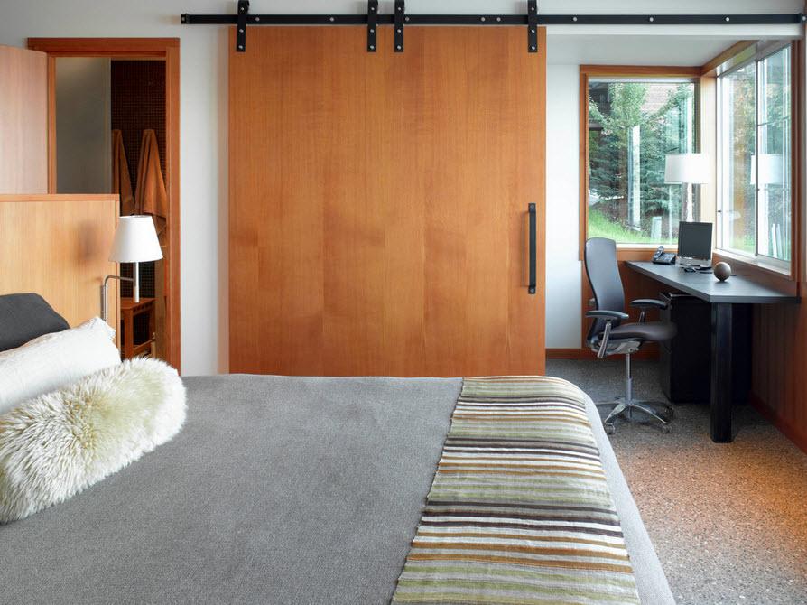 Деревянные двери в интерьере фото