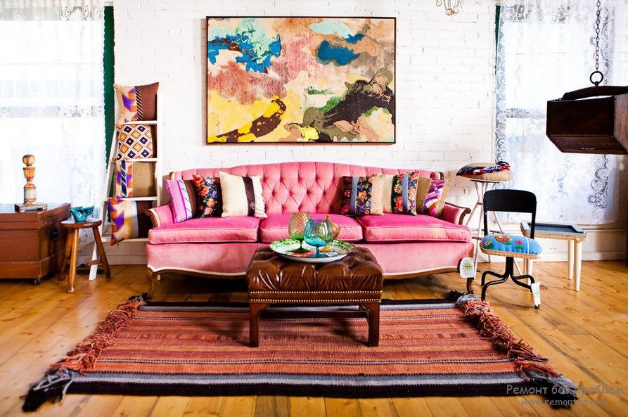 Розовый цвет диван