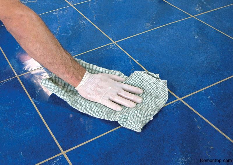 Как затирать швы на плитке на полу