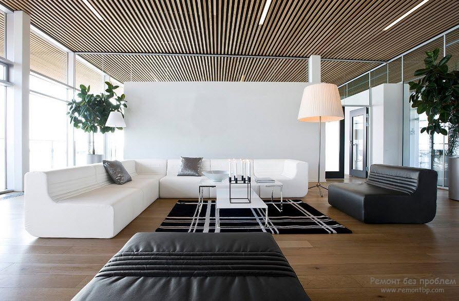 Решетчатый потолок в гостиной