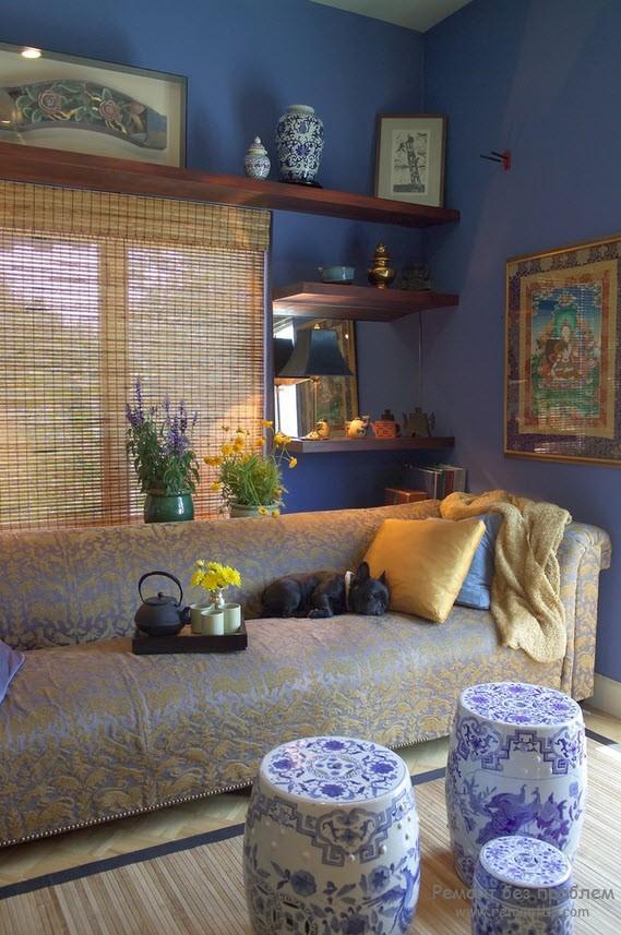 Небольшая комната в синих тонах