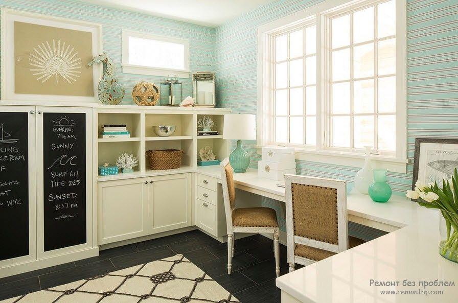 Светлая комната в морском стиле на фото
