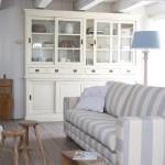 Полосатая мебель в морском стиле