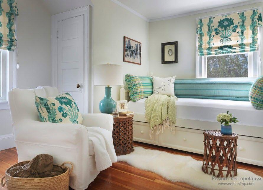 Красивая светлая комната в морском стиле