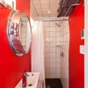 Маленькая красная ванная