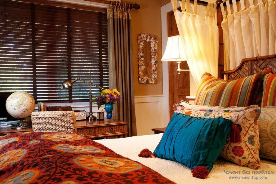 Комната с деревянными жалюзи