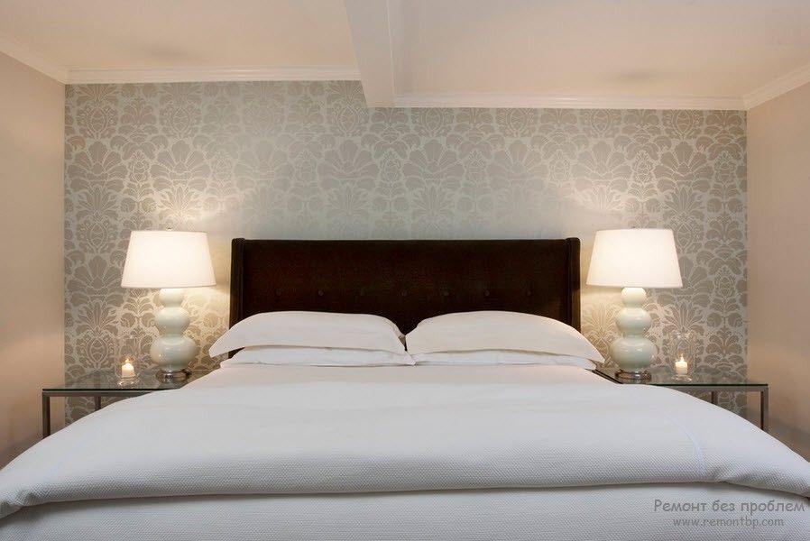 Флизелиновые обои в интерьере спальной комнаты