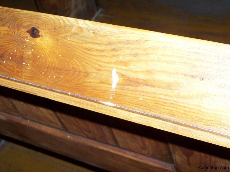 Мебель поврежденная жуками-точильщиками