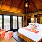 Интерьер спальни в стиле бунгало