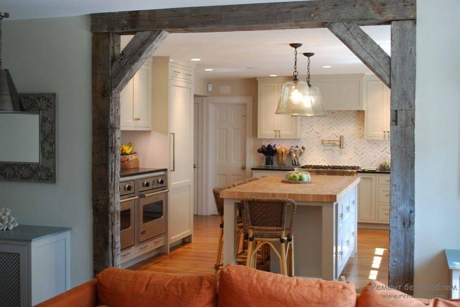 Потолочная балка в доме, отделка потолка деревянными и фальшь балками
