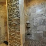 Камень в ванной комнате