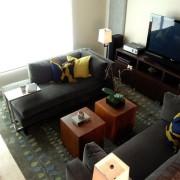 Темная мебель в гостиной