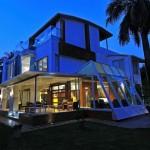 Ультрасовременный двухэтажный дом в стиле бунгало