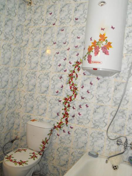 Украсить плитку в ванной своими руками 116