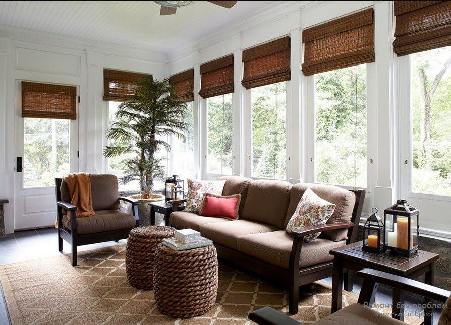 Дизайн комнаты с рулонными жалюзи на фото