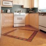 Пробковый пол в интерьере кухни на фото