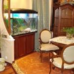 Интерьер комнаты с аквариумом