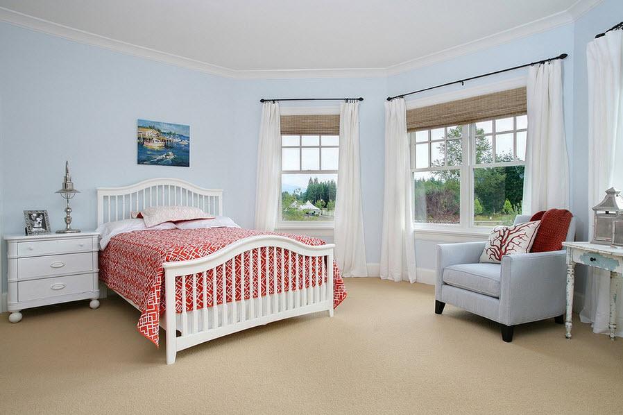 Спальня со шторами в интерьере