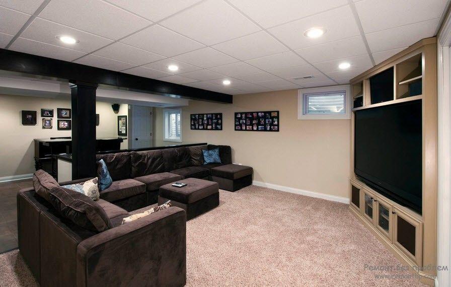 Модульный потолок в гостиной