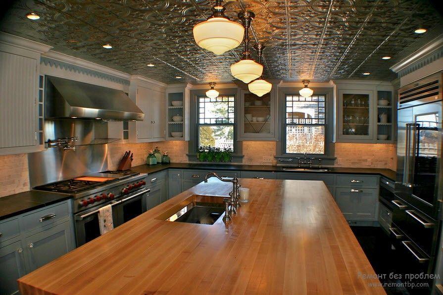 Потолочная плитка в интерьере квартиры на фото