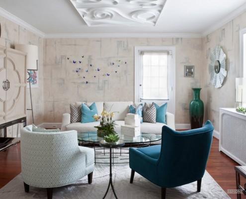 голубые подушки в интерьере