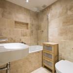 Плитка под натуральный камень в ванной комнате