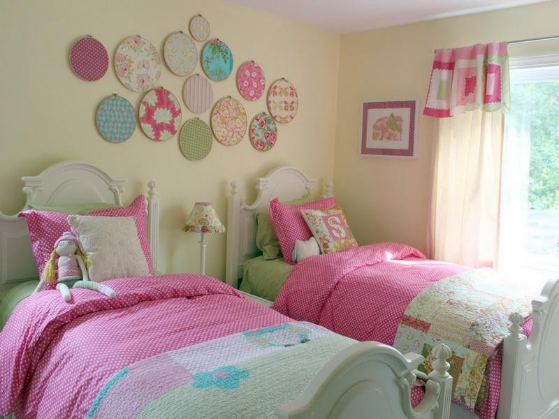 Интерьер комнаты для двух девочек пример