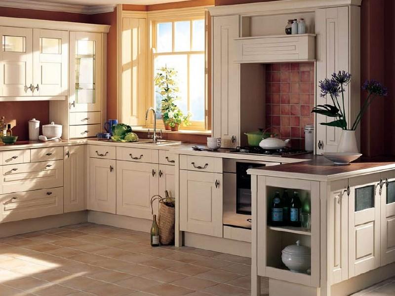 Кухня в белых тонах Кантри