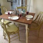 Небольшой стол для кухни
